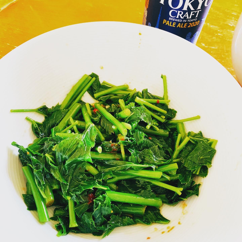 クックパッドマートで買った明日葉を茹でて、豆板醤、ニンニク、ごま油で和えて、ナムル風にしてみました。苦味がありますが、ビールにあいました。#クックパッドマート #明日葉 #ナムル #あしたば #家飲み #うち飲み #野菜 #アシタバ #お取り寄せ
