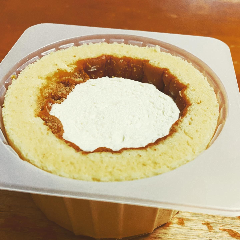 ローソンのプレミアムロールケーキが、毎月6日だけ厚さが2倍になります。糖質量が25.4g。久しぶりに糖質をしっかり食べました。#ローソン #ローソンスイーツ #プレミアムロールケーキ #ロールケーキ #スイーツ #ケーキ