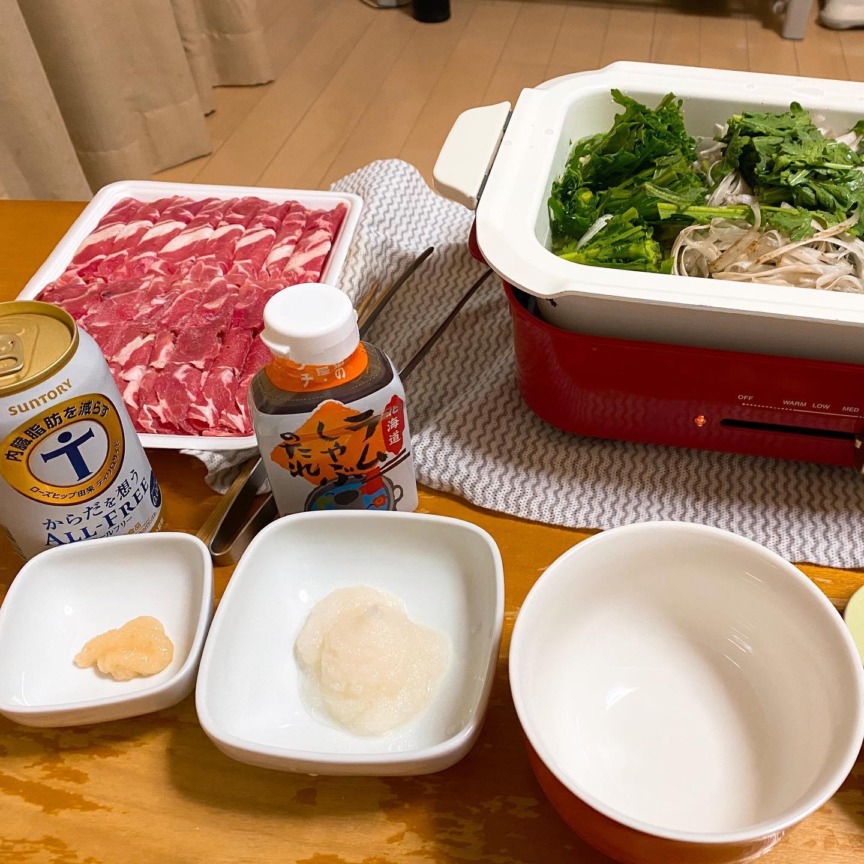 今夜は、Yahoo!ショッピングで買ったラムしゃぶで晩酌。野菜もたっぷり。タレは、ソラチのラムしゃぶたれ。うまうま。https://store.shopping.yahoo.co.jp/pointhonpo/ramu-shabu-taretuki.html#ラムしゃぶ #yahooショッピング #ラム肉 #しゃぶしゃぶ #ソラチラムしゃぶのタレ #鍋 #鍋料理 #オールフリー #ブルーノホットプレート #bruno #ブルーノ#お取り寄せグルメ #お取り寄せ