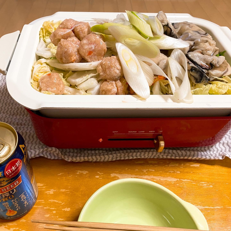 今夜は、鶏団子と牡蠣の鍋にしてみました。厚削りのかつお節や昆布、ちょっとだけ残っていたキムチやお野菜もたっぷり入れて、おいしくできました。あったまりました。#鍋 #鍋料理 #鶏肉料理 #鶏団子 #牡蠣 #一番搾り糖質ゼロ #ブルーノホットプレート #手料理 #糖質制限ダイエット #糖質制限レシピ #糖質制限