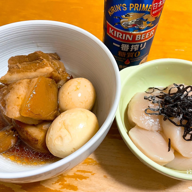 今夜は、超PayPay祭で買った皮付き豚バラブロックで作った角煮と塩昆布とごま油を乗せたホタテの刺身を食べました。今朝から電気圧力鍋にセットして、とってもおいしくできました。皮がトロトロです。https://store.shopping.yahoo.co.jp/themeatguy/p114.html#paypayモール #ミートガイ #角煮 #ラフテー #ホタテ #刺身 #一番搾り糖質ゼロ #糖質制限ダイエット #糖質制限レシピ #糖質制限 #ゆでたまご #豚肉レシピ #豚バラ #手料理 #手料理グラム #晩ご飯 #晩酌 #塩昆布 #お取り寄せ