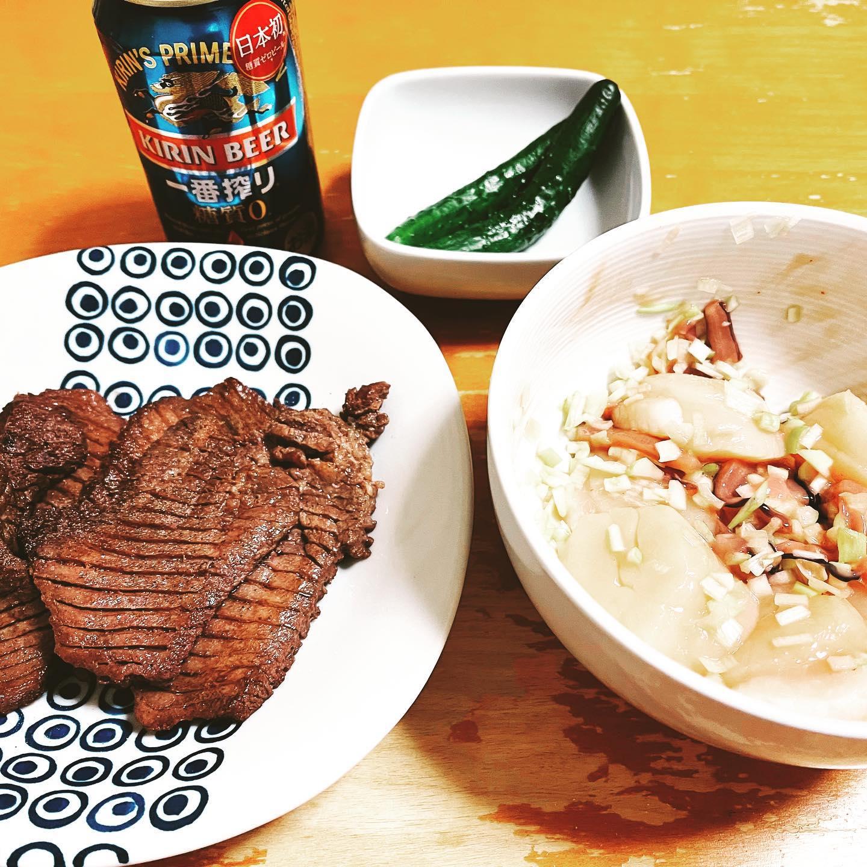 今夜は、ソフトバンクの優勝セールで買った牛タンとホタテのお刺身をイカの塩辛とネギであえて食べました。ホタテは、刺身に飽きてきたので、次はバター焼きかな。https://store.shopping.yahoo.co.jp/geki-niku/atsutan-2p.html#糖質制限ダイエット #糖質制限レシピ #糖質制限 #一番搾り糖質ゼロ #牛タン #yahooショッピング #牛タン焼き #ホタテ #ホタテ料理 #ホタテ刺身 #びっくり市焼肉王#手料理 #手料理グラム #晩ご飯 #晩酌 #お取り寄せ #お取り寄せグルメ