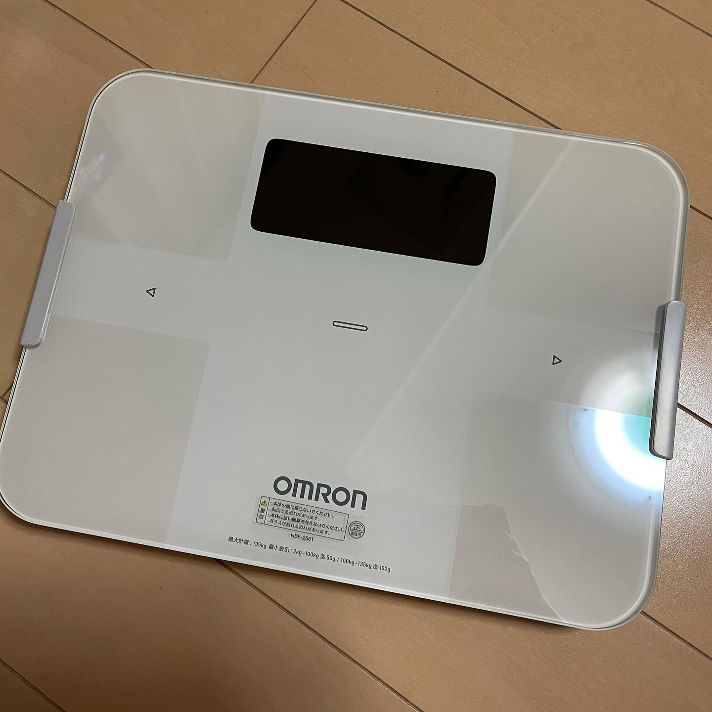 体重計が壊れたので新しいのを買いました。糖質制限ダイエットに、毎日の体重測定は欠かせないので。https://www.amazon.co.jp/dp/B01N30PYL5/ref=cm_sw_r_cp_api_fabc_WgHZFb611BFB7?_encoding=UTF8&psc=1#糖質制限ダイエット #ダイエット #オムロン #omron #体重計 #体組成計 #カラダスキャン