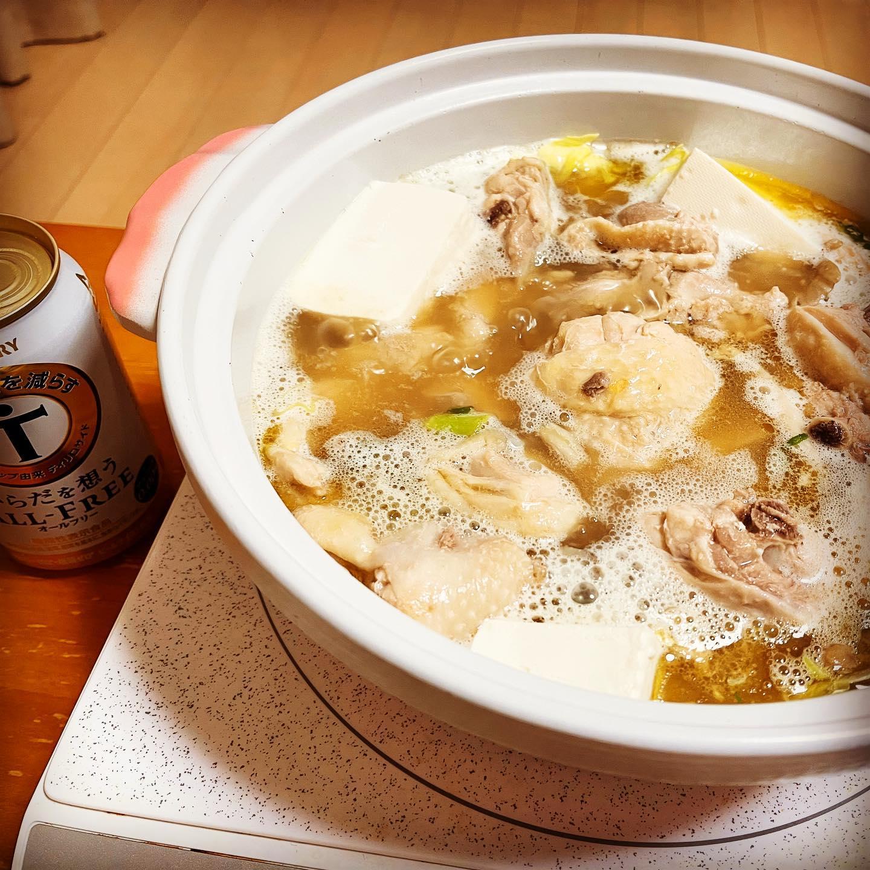 今夜は、無印のサムゲタン鍋を作りました。事前に、電気圧力鍋で骨付き鶏を煮ておいたので、ホロホロに崩れるほど柔らかくて、おいしかったです。#オールフリー #からだを想うオールフリー #無印良品 #無印 #サムゲタン鍋 #鶏肉料理 #鶏肉 #鍋#鍋料理 #糖質制限 #糖質制限ダイエット #糖質制限レシピ #糖質オフレシピ #糖質オフ #糖質offアドバイザー #映えないご飯 #映えない #手料理 #手料理グラム