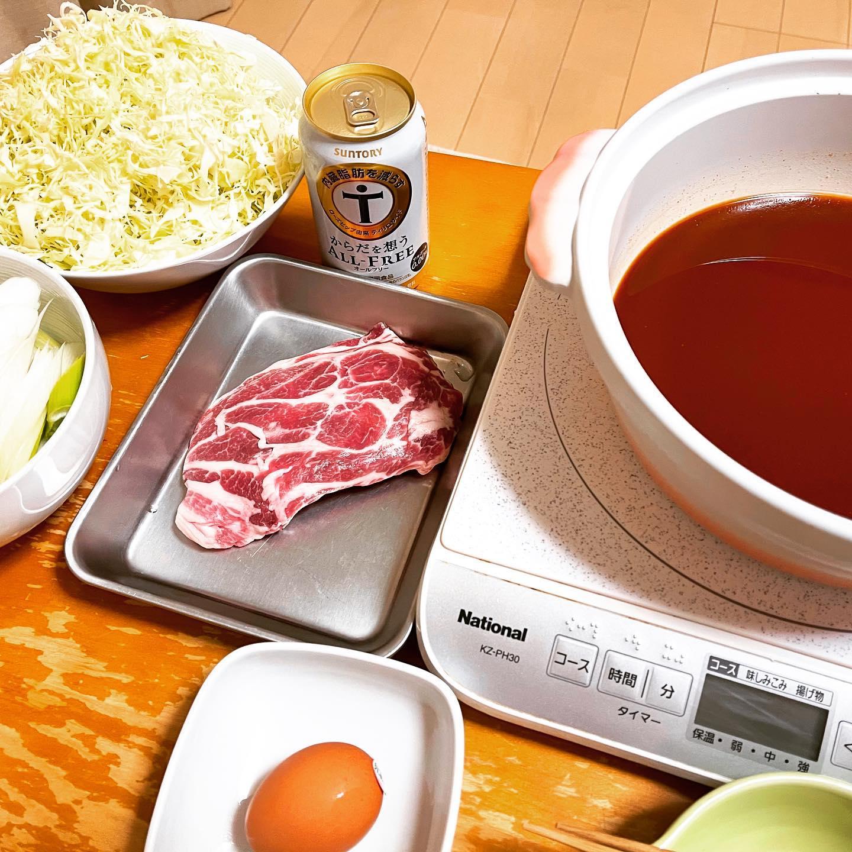今夜は、ハバネロしゃぶしゃぶを食べました。豚肉は、嬉嬉豚の肩ロースです。前回食べた時、辛すぎてもう買わないかもと思ったのに、日に日に食べたくなり、リピ買いしてしまいました。やっぱり辛いので、くちびるがジンジンします。https://paypaymall.yahoo.co.jp/store/y-lohaco/item/u175345/#オールフリー #からだを想うオールフリー #ハバネロしゃぶ鍋用スープ #ハバネロ #豚しゃぶ #しゃぶしゃぶ #鍋料理 #鍋 #映えないご飯 #映えない #糖質制限ダイエット #糖質制限レシピ #糖質制限 #糖質off #糖質offアドバイザー #手料理 #手料理グラム #激辛 #激辛グルメ