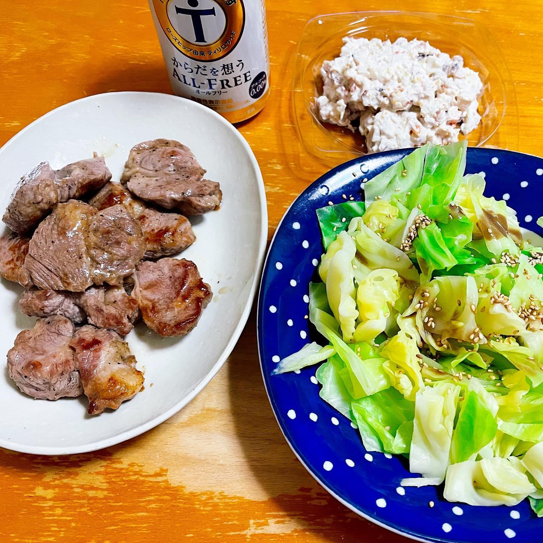 今夜は、ニュージーランド産ラム肉とホッキ貝入りシーフードサラダ、ゆでキャベツを食べました。ラム肉は、お買い得品でしたが、とってもやわらかくておいしかったです。#オールフリー #からだを想うオールフリー #ラム肉 #ニュージーランド産ラム #シーフードサラダ #ホッキ貝サラダ #キャベツ #ゆでキャベツ #映えないご飯 #映えない #手料理 #手料理グラム #糖質制限ダイエット#糖質制限レシピ #糖質制限 #糖質オフ #糖質offアドバイザー