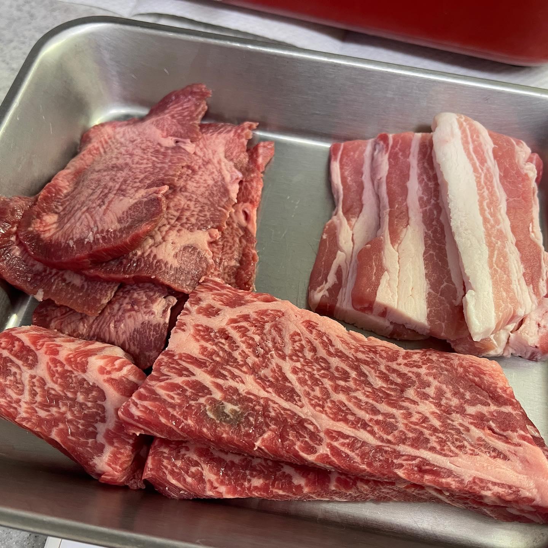 今夜は、クイーンズ伊勢丹で買ったちょっと高いお肉で、キッチン焼肉をしました。ニラと穂先メンマなどを和えて、肉と一緒にサンチュで巻いたら、とてもおいしかったです。#パーフェクトフリー #キリンパーフェクトフリー #焼肉 #キッチン焼肉 #ブルーノホットプレート #bruno #ノンアルコール #ノンアルコールビール #クイーンズ伊勢丹 #おうち焼肉 #糖質制限ダイエット #糖質制限レシピ #糖質制限 #糖質オフ #糖質オフレシピ #糖質off #糖質offアドバイザー #手料理 #手料理グラム #映えないご飯 #映えない