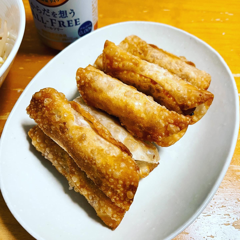 今夜は、ウインナーを餃子の皮で巻いて揚げたものと茹でもやしとキムチを和えたものを作りました。本当は、チーズも一緒に巻きたかったのですが、スライスチーズが冷蔵庫にありませんでした。でも、とてもおいしかったです。#オールフリー #からだを想うオールフリー #ノンアルコール #ウインナー #餃子の皮アレンジ #餃子の皮 #もやしレシピ #もやし #キムチ #糖質制限ダイエット #糖質制限レシピ #糖質制限 #糖質オフレシピ #糖質オフダイエット #糖質オフ #糖質off #糖質offアドバイザー #低糖質レシピ #低糖質 #手料理 #手料理グラム
