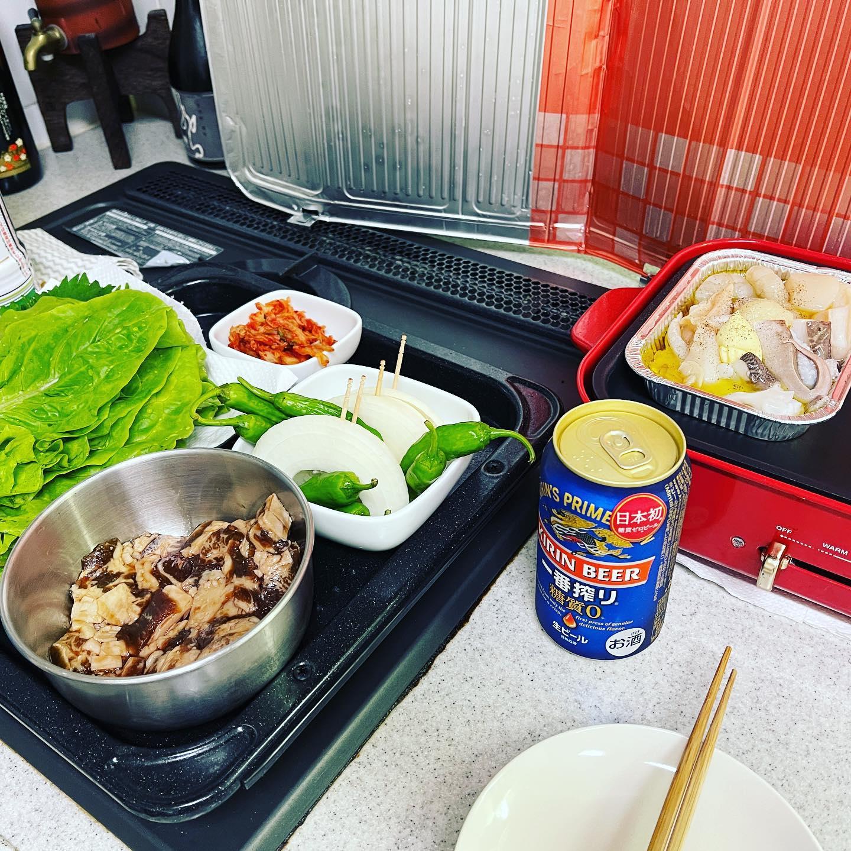 今夜は、Yahoo!ショッピングで買ったゲタカルビとクックパッドマートで買った海鮮、野菜で、キッチン焼肉をしました。カルビは、200gずつに小分けになっています。厚切りでジューシーなお肉でした。https://store.shopping.yahoo.co.jp/yhjonetsu/50120.html#おうち焼肉 #キッチン焼肉 #yahooショッピング #クックパッドマート #焼肉 #ゲタカルビ #海鮮bbq #海鮮バーベキュー #一番搾り糖質ゼロ #一番搾り #ビール #糖質制限ダイエット #糖質制限 #糖質オフダイエット #糖質オフ #糖質off #糖質offアドバイザー